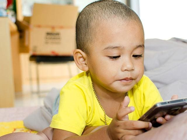 Frequent-use-of-devices-at-bedtime-not-only-disrupts-sleep-but-also-affects-areas-of-the-brain-that-regulate-mood-and-memory-Shutterstock-photo