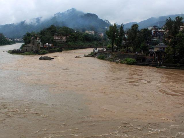 The-flooded-Suketi-khud-a-tributary-of-the-Beas-in-Mandi-Birbal-Sharma-HT