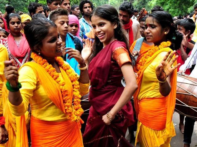 Girls dancing during the religious procession dedicated to the Hindu goddess Shitla Mata at sukhna lake in Chandigarh. (Photo by Ravi Kumar/Hindustan Times)