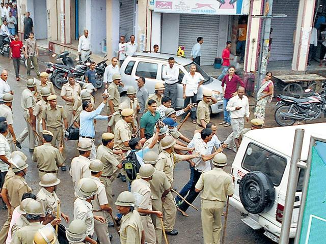 Police-use-force-to-disperse-protesters-in-Alwar-on-Monday-HT-Photo