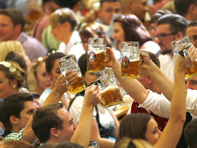 Oktoberfest,Germany,Migrants