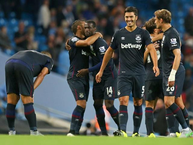 West Ham's James Tomkins (number 5) celebrates with teammates after his team beat Manchester City 2-1 in the English Premier League game at the Etihad Stadium, on September 19, 2015. (Reuters Photo)