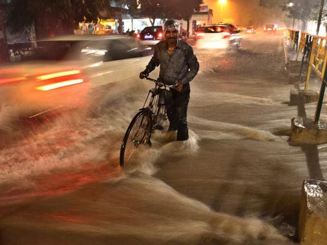 Commuters caught in the deluge in Phase 5, SAS Nagar. Gurpreet Singh/HT