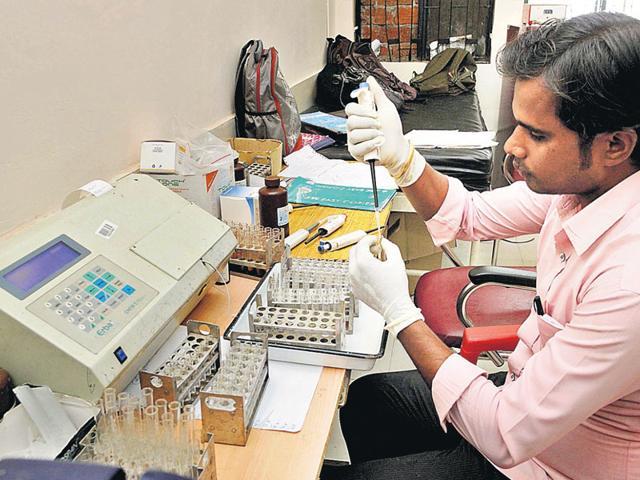 A pathologist tests samples in the RIMS lab. (Diwakar Prasad/HT Photo)