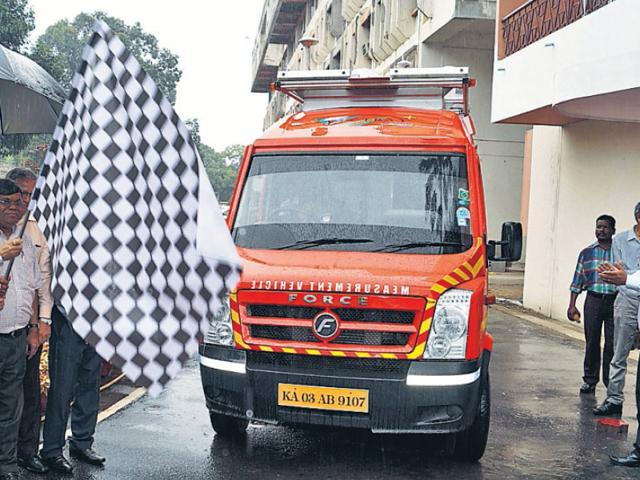 MECON chairman-cum-managing director AK Tyagi flags off LiDAR vehicle in Ranchi on Monday. (HT Photo)