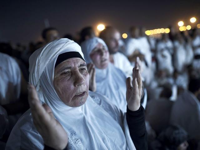 Muslim pilgrims join one of the Hajj rituals on Mount Arafat near Mecca on Wednesday. (Mohammed Al-Shaikh/AFP photo)