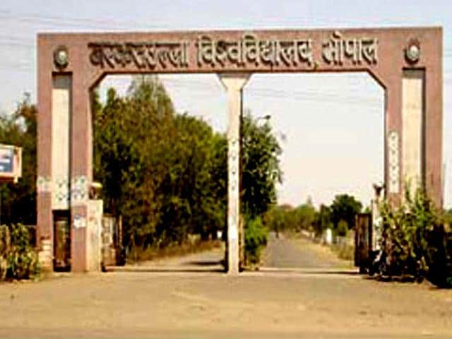 The UGC notification can prove to be a problem for the Barkatullah University as about 500 out of 1800 registered guides are retired professors. (HT file photo)