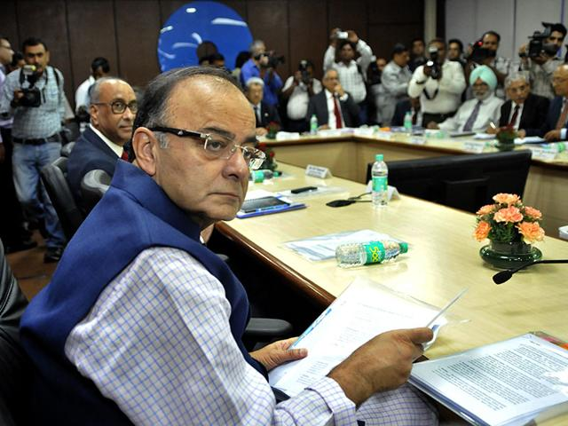 Union-finance-minister-Arun-Jaitley-attends-a-meeting-to-review-the-annual-performance-of-the-Public-Sector-Banks-PSBs-and-Financial-Institutions-FIs-at-SBI-Building-Parliament-Street-New-Delhi-Vipin-Kumar-HT-Photo