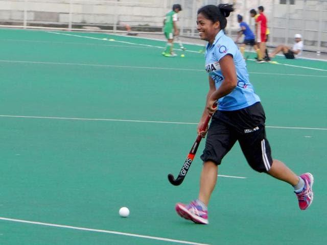 Deepika Thakur practising at the Rail Coach Factory hockey stadium in Hussainpur, near Kapurthala, Punjab on July 7, 2015. (HT Photo)