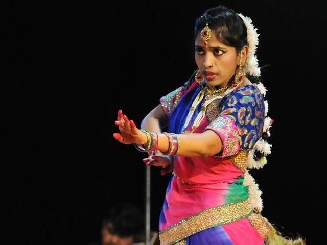 A trained Kathak dancer, Punjab-cadre IAS officer Bhawna Garg (38) she will enthrall viewers on July 18 with her acting her acting skills on stage. HT Photo