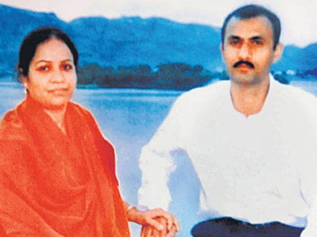 Sohrabuddin-Prajapati encounters,CBI,IPS officer