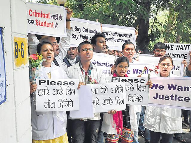 Students protest against the Vyapam scam. Nearly 1,200 students are accused of gaining admission to medical courses by paying large sums of money. (Mujeeb Faruqui/HT Photo)