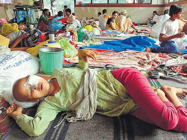 Heena, 14, a cancer patient from Bihar in the waiting hall at the All India Institute of Medical Sciences. Due to a massive demand for beds, several patients wait for months for their appointment. They stay either in the waiting hall, the pavements near the hospital or the AIIMS dharamshala. (Arun Sharma/HT Photo)