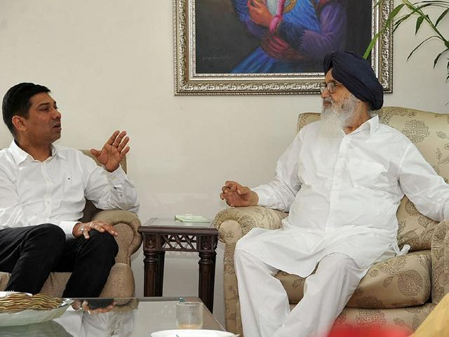 Union minister of State for Panchayati, Raj Nihal Chand along with Punjab chief minister Parkash Singh Badal on Thursday. HT Photo