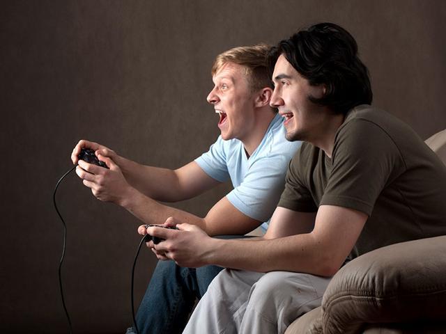 Man drugs girlfriend,sedative,video games
