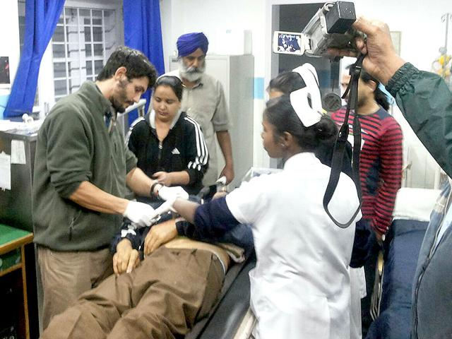 Jawaan injured in the ITBP firing in Mussoorie being treated. (HT photo)