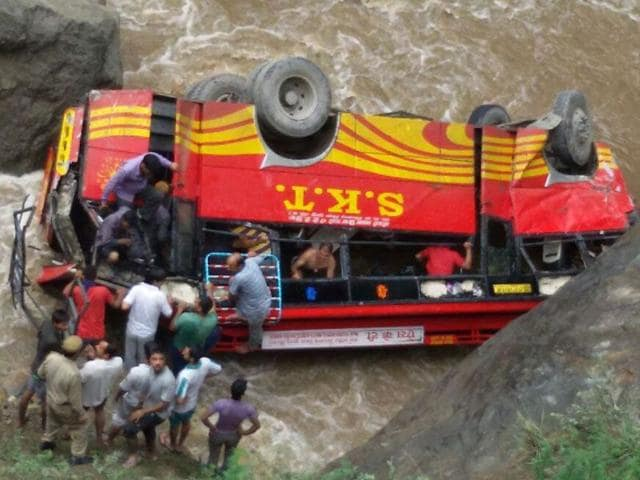 6 killed as bus falls into rivulet in HP (HT Photo)