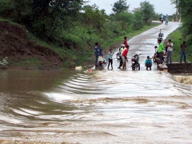 Recent floods,Cyclone Komen,Casualty