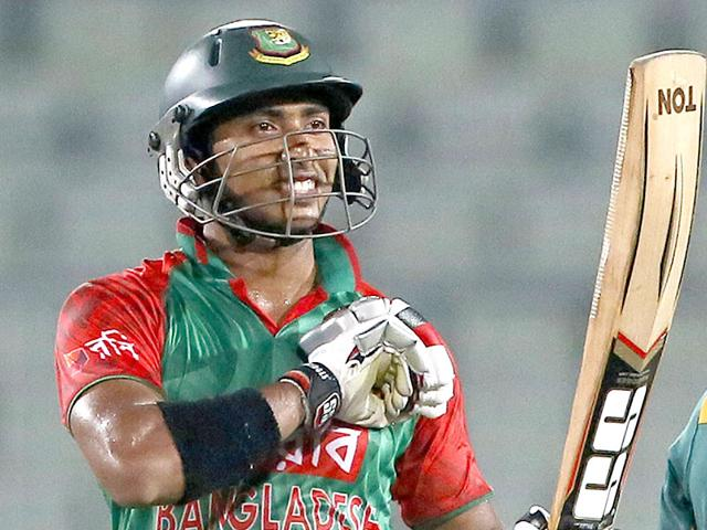Bangladesh cricketer Soumya Sarkar celebrates scoring a half-century during the second one-day international between Bangladesh and South Africa at the Sher-e-Bangla National Cricket Stadium in Dhaka on July 12, 2015. Sarkar scored 88 to help Bangladesh win the match and level the three-match series 1-1. (AFP Photo)