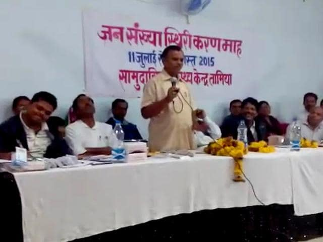 BJP MLA Nathan Shah addressing the gathering on occasion of World Population Day at government community health centre at Tamia in Chhindwara district of Madhya Pradesh. (HT Photo)