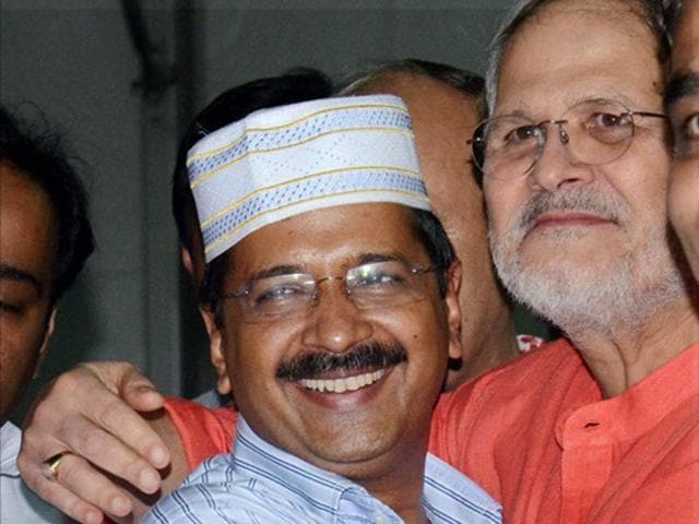 Delhi chief minister Arvind Kejriwal hugs Lieutenant Governor Najeeb Jung during an Iftar party hosted by him at New Delhi. (PTI Photo)