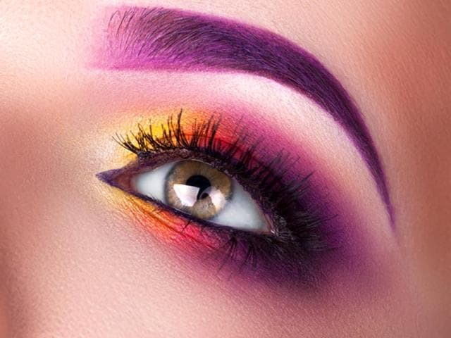Try these simple tricks at home and get luscious eyelashes that your friends will envy. (Shutterstock)
