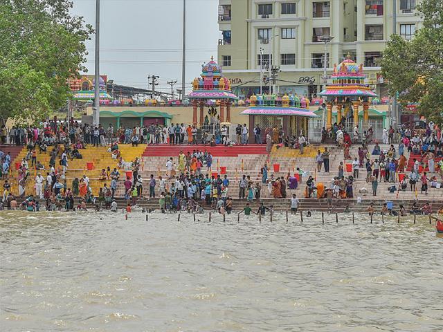 Pilgrims at the Godavari river. Godavari pushkaram, the Kumbh mela of the south, would begin on Tuesday. (HT Photo)