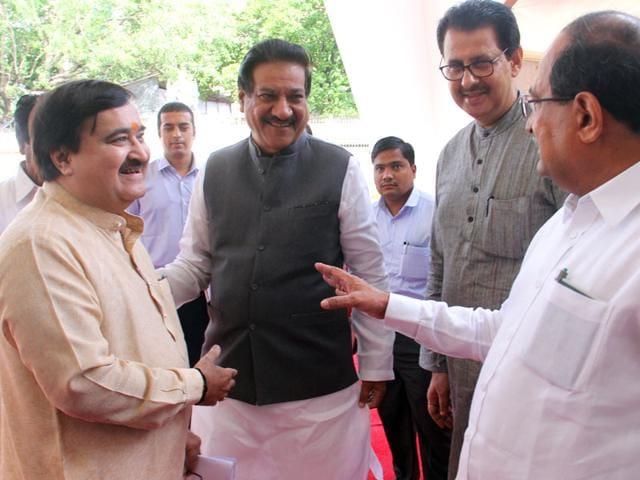 Maharashtra minister Prakash Mehta and former CM Prithviraj Chavan on the first day of Maharashtra legislature's monsoon session at the Vidhan Bhavan, in Mumbai. (HT photo)