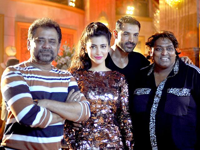 Anees Bazmee, Shruti Haasan, John Abraham and Ganesh Acharya on the sets of Welcome Back. (AFP photo)