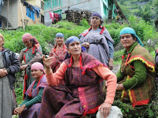 The women of Kulang, who rent out traditional dresses to visitors for a perfect picturre, are trying to cope with the change of scene. (Sanjeev Sharma/HT Photo)