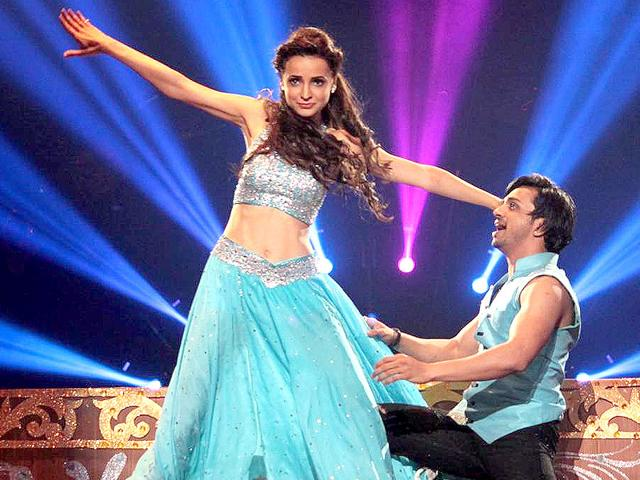 Sanaya Irani performing at Jhalak Dikhla Jaa