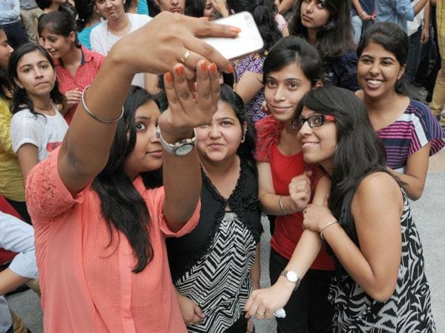 The government has asked states to identify and barricade 'selfie danger' areas.(HT File Photo/Representative image)