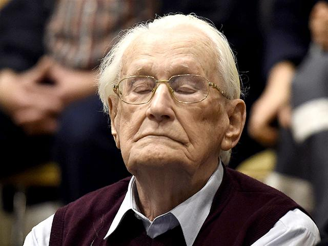 Convicted former SS officer Oskar Groening listens to the verdict of his trial at court in Lueneburg, northern Germany. (AFP Photo)