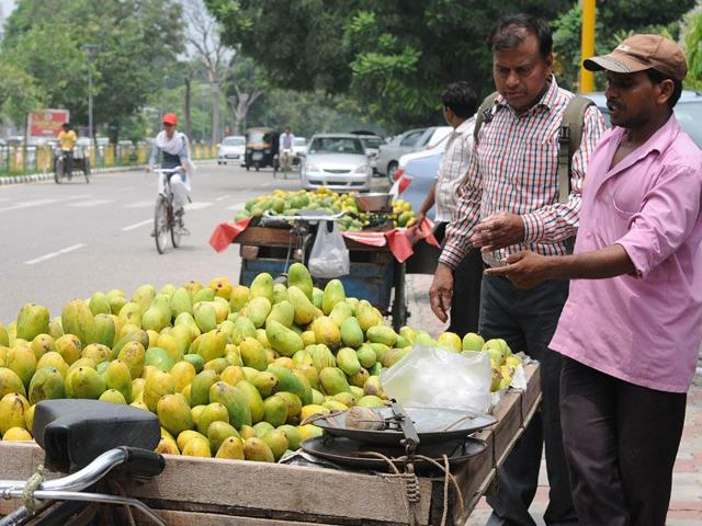 Once Chandigarh MC gets the approval, it will form a town vending committee to identify locations in markets and issue certificates. (HT Photos)