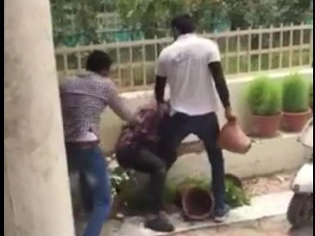 Supporters of HSA and INSO entered into an argument over garnering support of freshers. Soon, a fight ensued outside the auditorium of the college, in which sharp-edged weapons, batons, flower pots and bricks were freely used. HT Photo