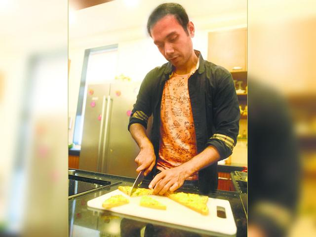 Chef Saransh Goila has a unique take on Inji (ginger) Chutney. He reinvents the south Indian delicacy with cheese toast. (Vidya Subramanian/HT photo) (Location: APB cook studio)