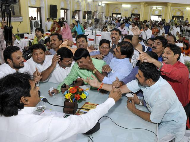BJP and Congress corporators approach IMC Speaker Ajay Singh Naruka to resolve the deadlock during budget discussions in Indore on Friday. (Shankar Mourya/HT)