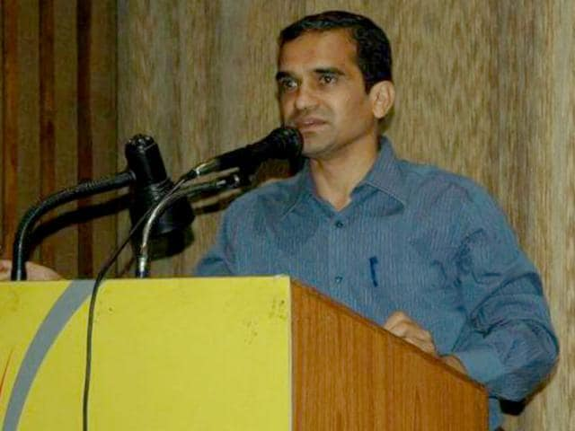 An IIS officer, Prashant Pathrabe has been appointed as the new director of FTII on Friday. (Image source: Facebook)