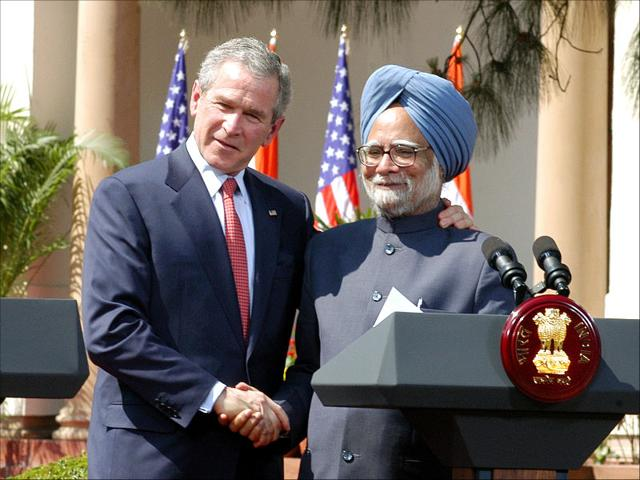 US President George W. Bush with Prime Minister Manmohan Singh after their talks in New Delhi, March 2, 2006. (HT Photo)