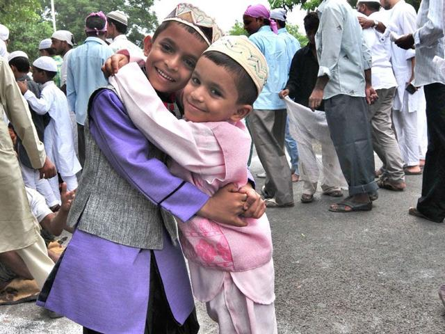 Kids embrace after offering Eid prayers at sector 20 masjid in Chandigarh on Saturday. (Ravi Kumar/HT)