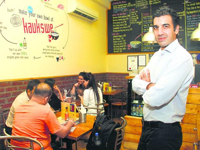 Nikhil Chib at his restaurant, BusaGO, in Bandra (W). (HT Photo: Pramod Thakur - Location courtesy: BusaGo, Bandra (W))