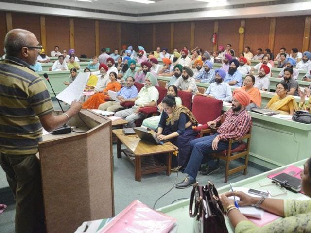 Various stakeholders in education from 12 districts of Punjab participating in a district-level workshop cum-seminar on 'National Education Policy' at Guru Nanak Dev University in Amritsar on Friday. (HT Photo)