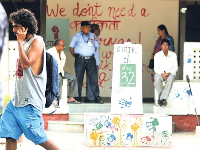 FTII-students-protest-outside-Delhi-s-Shastri-Bhawan-against-Gajendra-Chauhan-s-appointment-as-the-new-chairperson-ANI-Photo