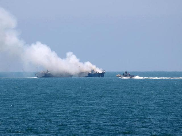 Smokes rises from an Egyptian coastguard vessel on the coast of northern Sinai, as seen from the border of southern Gaza Strip. Militants exchanged shots with an Egyptian coastguard vessel in the Mediterranean Sea on Thursday, causing it to catch fire, the military said in a statement. (Reuters Photo)