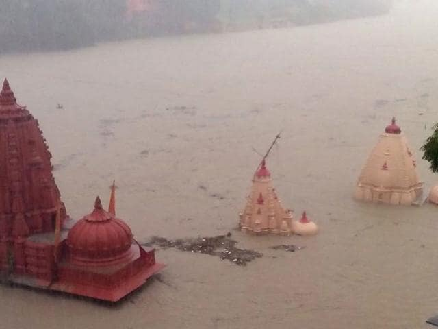 Ujjain received 319 mm rainfall during last 36 hours that submerged temples alongside the Kshipra River in the temple town of MP. (HT photo)
