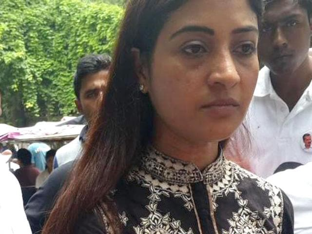 Alka Lamba,DUSU,attacked with eggs