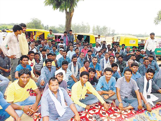 Auto drivers stage a sit-in in Leisure Valley. (HT Photo)
