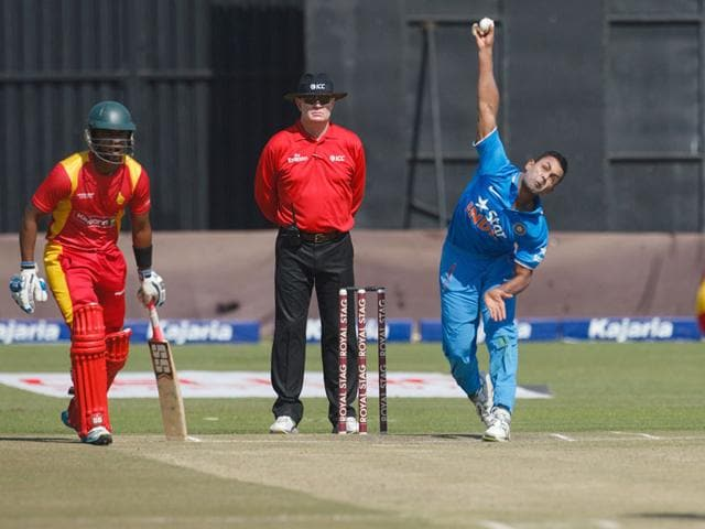 India bowler Stuart Binny, right, in action. (AFP Photo)