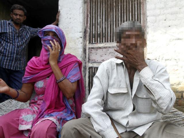 23-year old serial killer Ravinder Kumar's father and mother at their residence in Sukhvir Nagar, New Delhi. (Virendra Singh Gosain/HT Photo)