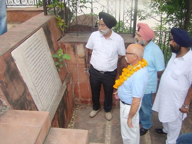 Henri Allard, deputy mayor of Saint-Tropez coastal town at the site where the Sikh empire founder had met British governor general Lord William Bentinck for the historic treaty of October 26, 1831, in Rupnagar on Monday. HT Photo